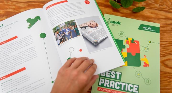 Titelbild News Best Practice Broschüre der SAEK