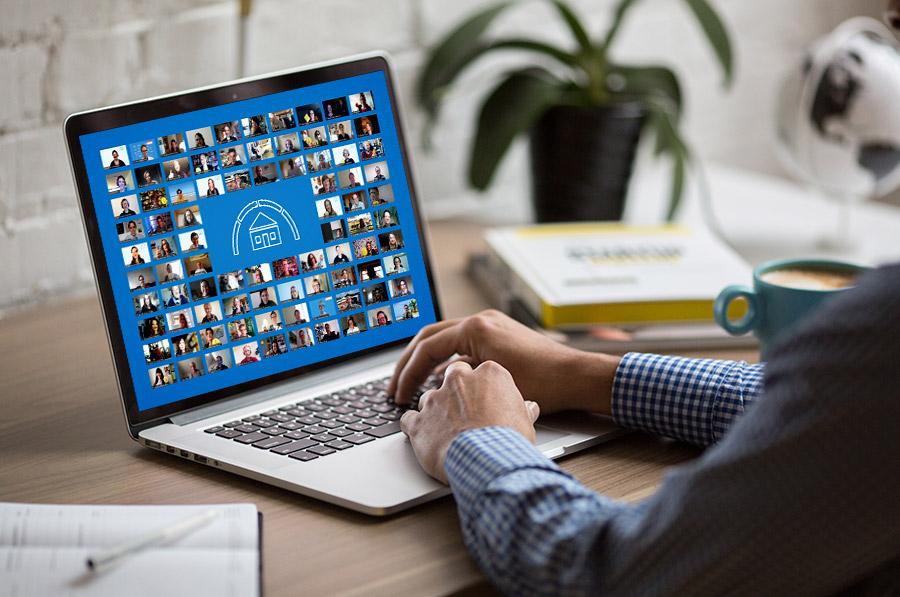 Gruppenfoto Auszeichnung Verbraucherschule 2021 Laptop
