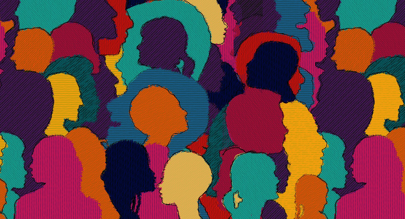 Diversität im Bildungskontext umsetzen (verschiedenfarbige Silhouetten von Köpfen)